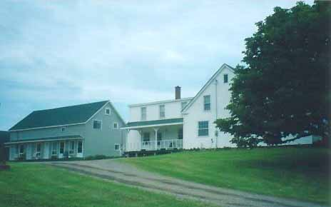 Accommodations on the Bay of Fundy next to Cape Chignecto Provincial Park and Wilderness Hiking Trails